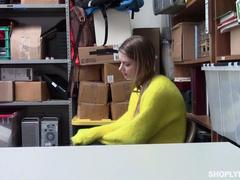 Nadya Nabakova-over Shoplyfter